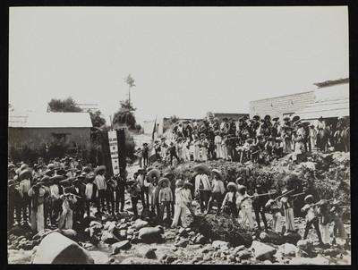 Ejército de revolucionarios maderista a orillas de un río, Estado de México