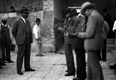 Chato Berbabe declarando ante periodistas en los patios de la cárcel de Belén