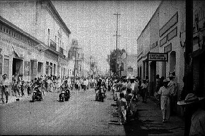 Motociclistas abriendo paso al desfile de aniversario luctuoso de Emiliano Zapata