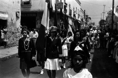 Desfile escolar con motivo del aniversario de la muerte de Emiliano Zapata