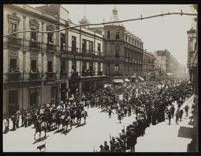 Desfile durante la toma de posesión de Francisco I. Madero, ciudad de México