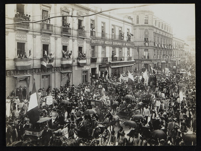 Francisco I. Madero desfila con su séquito posterior a su toma de posesión, ciudad de México
