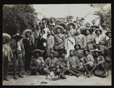 Revolucionarios en espera de Francisco I. Madero en Cuernavaca, retrato de grupo