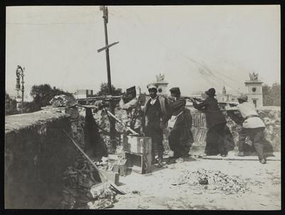 Soldados de artillería y voluntarios felicistas en la Ciudadela