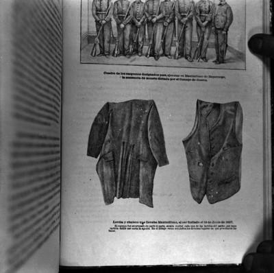 Levita y chaleco que llevaba Maximiliano al ser fusilado, reprografía