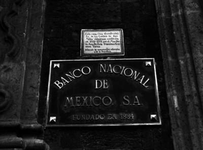Placa de la casa de los condes de San Mateo Valparaiso, Hoy Banco Nacional de México