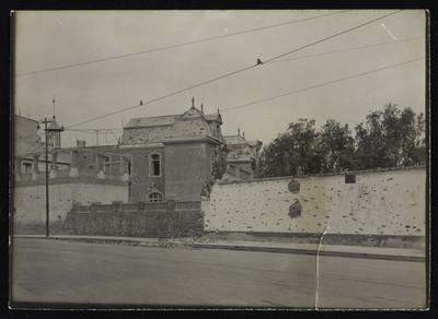 Vista posterior de la casa de Scherer baleada y bombardeada