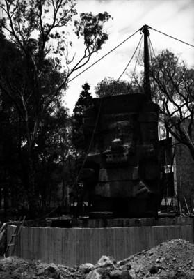 Colocación de escultura de Tláloc en el Museo Nacional de Antropología