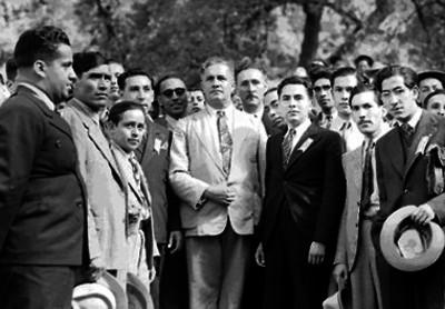 Almazán candidato presidencial en compañía de hombres, retrato de grupo