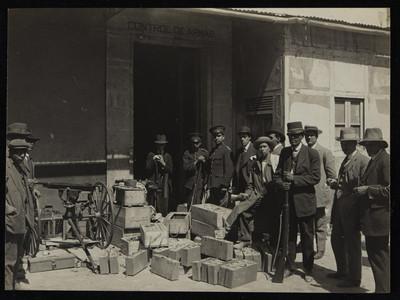Soldados y civiles felicistas dentro del depósito de armas en la Ciudadela