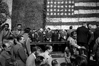 Miguel Alemán Valdés conversando con Harry S. Truman durante una ceremonia