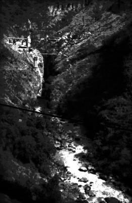 Planta hidroélectrica cerca de una cascada de Guadalajara