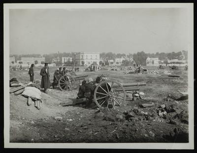 Artillería maderista apostada en los baldíos de la colonia San Rafael