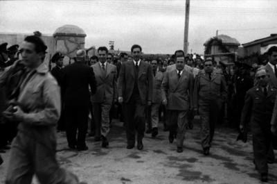 Miguel Alemán Valdés acompañado de funcionarios públicos durante su visita por Tlalnepantla