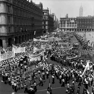 Desfile en el Zócalo con motivo del día del trabajo