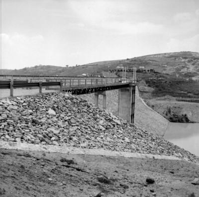 Canal de la presa Totolica, vista parcial