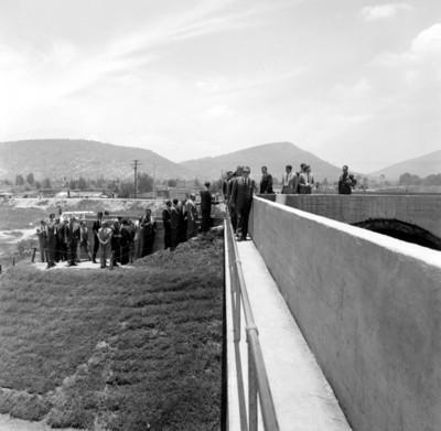 Adolfo López Mateos durante la inauguración de obras de entubamiento de los ríos que cruzan el D. F