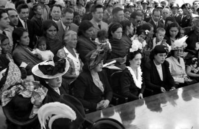 Beatriz Velasco de Alemán en la cereminia donde hizo entrega simbolica de titulos de propiedad