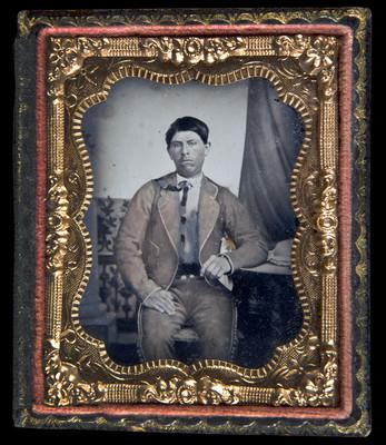 Hombre con traje de chinaco, retrato