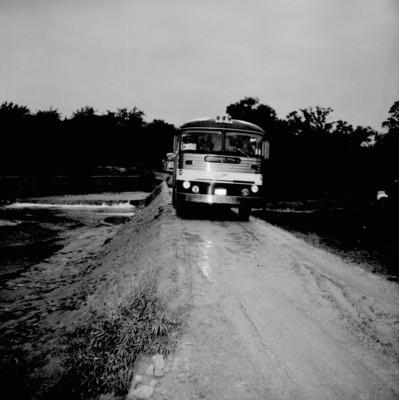 Autobús urbano transitando por una carretera de Cuautla