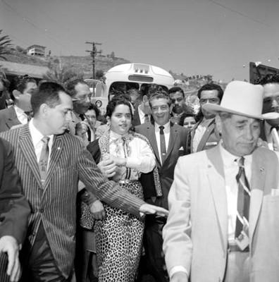 Adolfo López Mateos, durante su campaña electoral por Ensenada