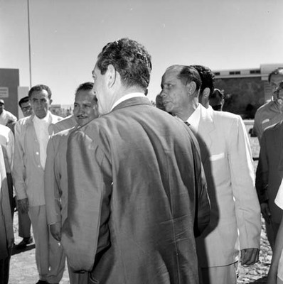 Adolfo López Mateos con empresarios y políticos en una Planta Avícola
