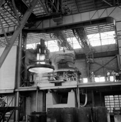 Insatalación industrial visitada por Adolfo López Mateos, durante su gira electoral ór Veracruz