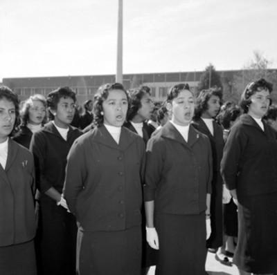Alumnas de la escuela nacional de maestros durante la ceremonia de inauguración de cursos