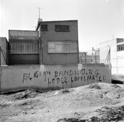 El Gran Bandido. R. G. López. López Mateos, grafitis en pared