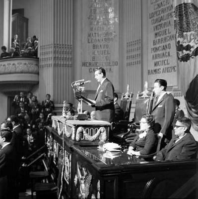 Adolfo López Mateos rindiendo su segundo informe de gobierno en la Cámara de Diputados