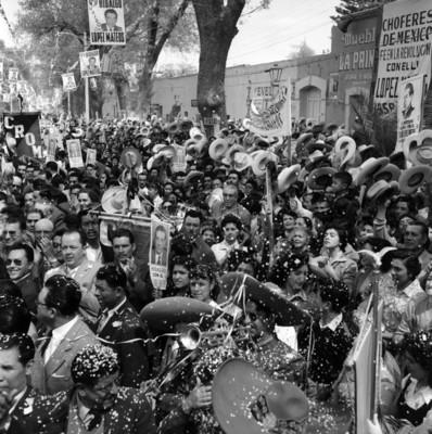 Manifestación de apoyo a la candidatura de López Mateos en Tula