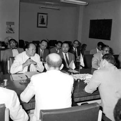 Raúl Salinas Lozano en reunión con mepresarios mexicanos e indonesios, en la Cd. de Jakarta