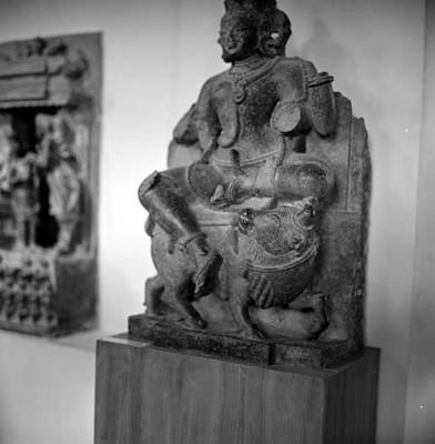Escultura antropomorfa de la antigua cultura hindú en el Museo Nacional de la India