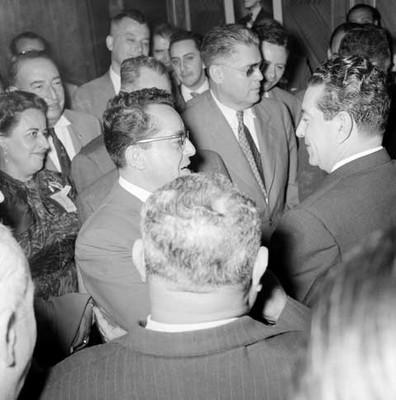 Adolfo López Mateos es felicitado por delegados durante la convención del PRI