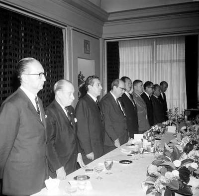 Adolfo López Mateos, el canciller de Brasil y Gustavo Díaz Ordaz en baquete en el Hotel del Prado