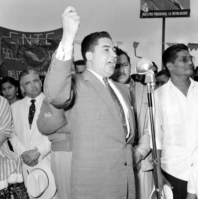 Hugo Cervantes del Río durante su alocución en mitin en favor de López Mateos en Macuspana, Tabasco