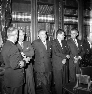 Salomón González Blanco, Ernesto P. Uruchurtu entre otros en Palacio Nacional
