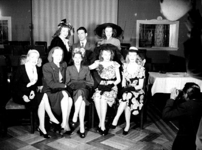 Las Goldwyn Girls en el restaurante del Hotel Reforma, retrato de grupo