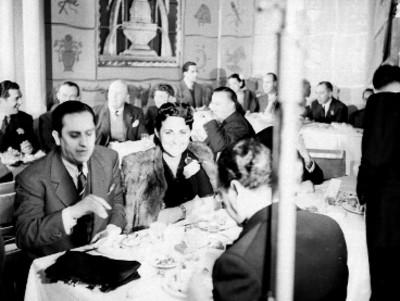 Actores y gente del medio artístico, durante una fiesta en El Grillo