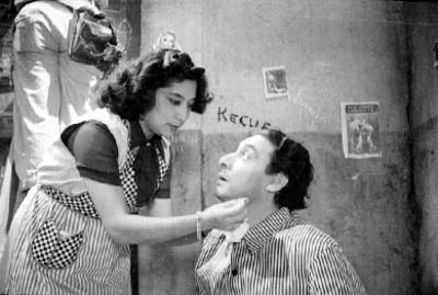 Actor siendo maquillado para la filmación de una escena en los estudios Sthall