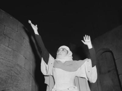 Isabela Corona durante una escena de la obra teatral Macbeth en Bellas Artes