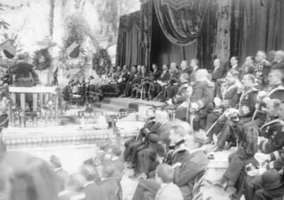Francisco I. Madero y su gabinete durante una ceremonia en Chapultepec