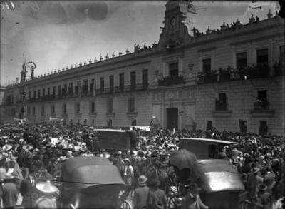 Mitin de apoyo a Francisco I. Madero frente a Palacio Nacional