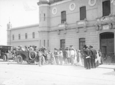Gente fuera del penitenciaría de Lecumberri