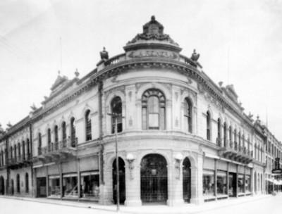 Edificio comercial La reinera, fachada