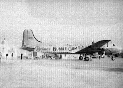 Avión de la American Air Lines con manta de chiclines Bubble Gum