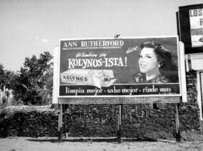 Marquecina publicitaria de Kolynos - Ista en un poblado