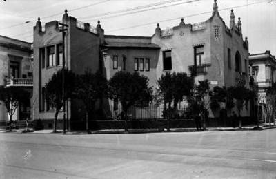 Mansión, fachada, vista lateral