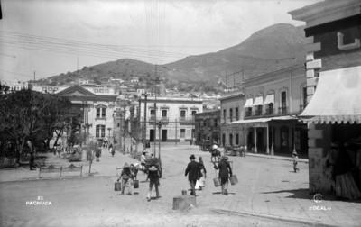 Vista de la plaza Independencia desde la calle de Ocampo