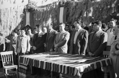 Miguel Alemán Valdés, Vicente Aguirre y comitivas presiden un acto público
